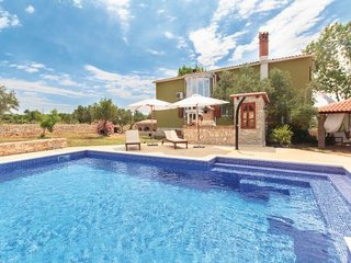 4 bedroom Villa in Pula, Istria, Croatia : ref 2095419 - Loborika vacation rentals