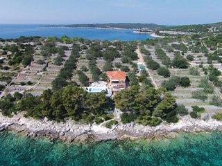 5 bedroom Villa in Korcula, South Dalmatia, Croatia : ref 2095474 - Cove Mikulina luka (Vela Luka) vacation rentals