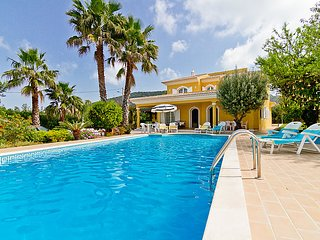 4 bedroom Villa in Loule, Algarve, Portugal : ref 2098820 - Loule vacation rentals