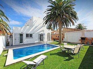 2 bedroom Villa in Empuriabrava, Costa Brava, Spain : ref 2099584 - Empuriabrava vacation rentals