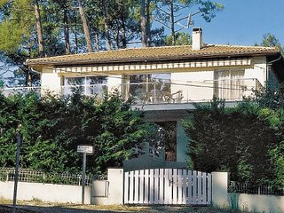 4 bedroom Villa in Lacanau, Gironde, France : ref 2185295 - Lacanau-Ocean vacation rentals