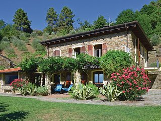 4 bedroom Villa in Pietrasanta, Versilia, Italy : ref 2186583 - Vallecchia vacation rentals