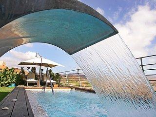 2 bedroom Villa in Maspalomas, Gran Canaria, Canary Islands : ref 2216741 - Montana La Data vacation rentals