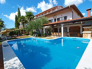 6 bedroom Villa in Buje Plovanija, Istria, Croatia : ref 2217132 - Kastel vacation rentals