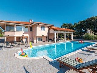 4 bedroom Villa in Pula, Croatia : ref 2218985 - Stinjan vacation rentals