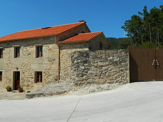 House for 15 persons next to Noia - O Freixo vacation rentals