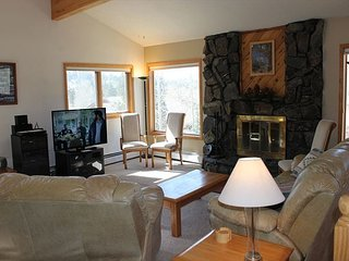 Beautiful 4 Bedroom Single Family Home with Private 2 Car Garage - Dillon vacation rentals