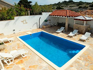 4 bedroom Villa in Brac Povlja, Central Dalmatia Islands, Croatia : ref 2235089 - Povlja vacation rentals