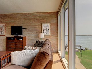 2 bed 2 bath, Community Pool, Private Pier! Fabulous View! - Port Aransas vacation rentals
