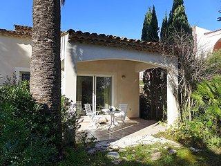 3 bedroom Villa in Cavalaire, Cote d'Azur, France : ref 2250641 - Cavalaire-Sur-Mer vacation rentals