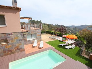 4 bedroom Villa in Lloret de Mar, Costa Brava, Spain : ref 2253103 - Mont Barbat vacation rentals