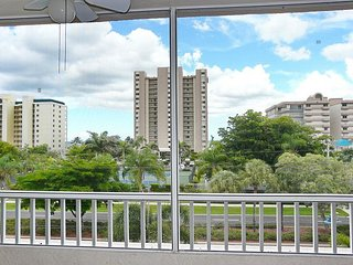 Top-floor condo w/ heated pool & short walk to beach & shopping - Marco Island vacation rentals