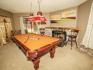 SKI CABIN!  sleeps 10-16, 5 bdrm. PRIVATE Hot Tub, Sauna, Pool Table - Big Bear City vacation rentals