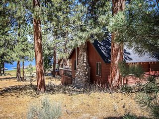 LAKEFRONT  close to Ski Slopes  Fireplace!  CUTE   WIFI  Steps to Lake - Big Bear Lake vacation rentals
