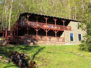 Lovable Mountain Cabin Creekside w/Fire Pit & Near Boone Christmas Avail - Boone vacation rentals