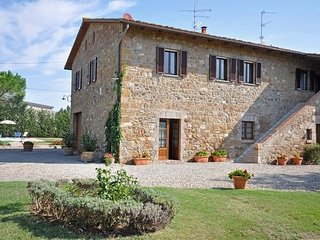 4 bedroom Villa in San Quirico D'orcia, Tuscany, Italy : ref 2266108 - Gallina vacation rentals