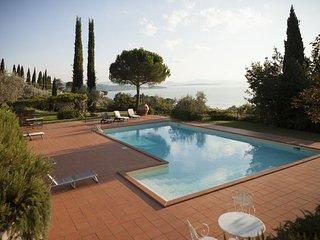 3 bedroom Villa in Passignano Sul Trasimeno, Umbria, Italy : ref 2266117 - Isola Maggiore vacation rentals