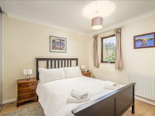 Gorgeous 3 Bedroom House with a Garden - London vacation rentals