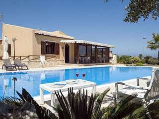 3 bedroom Villa in Custonaci, Sicily, Italy : ref 2269921 - Custonaci vacation rentals