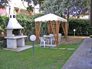 4 bedroom Villa in Pietrasanta, Tuscany, Italy : ref 2269977 - Pietrasanta vacation rentals