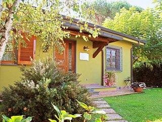 2 bedroom Villa in Forte Dei Marmi, Tuscany, Italy : ref 2270046 - Forte Dei Marmi vacation rentals