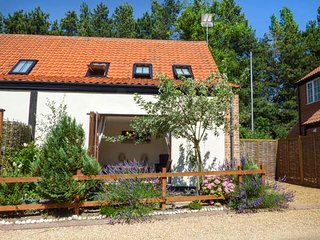 BURTONS MILL, WiFi, parking, family-friendly, close to Broads, in Stalham, Ref 937124 - Stalham vacation rentals