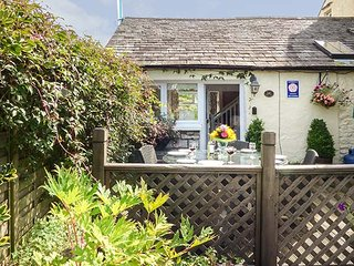 THE PEAT HOUSE, stone cottage, WiFi, parking, rural base for lakes, in Row, Bowness-on-Windermere, Ref 939002 - Bowness-on-Windermere vacation rentals