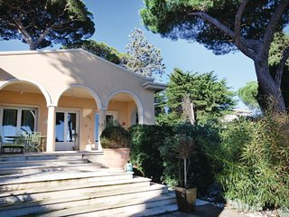 2 bedroom Villa in Sainte Maxime, Var, France : ref 2279450 - Saint-Maxime vacation rentals