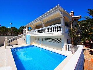 4 bedroom Villa in Roses, Costa Brava, Spain : ref 2285895 - Palau-Saverdera vacation rentals