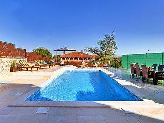 4 bedroom Villa in Rovinj Rovinjsko Selo, Istria, Croatia : ref 2286751 - Rovinjsko Selo vacation rentals