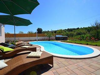 3 bedroom Villa in Stinjan, Istria, Croatia : ref 2286957 - Stinjan vacation rentals