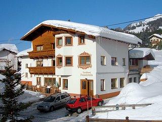 4 bedroom Apartment in Pettneu am Arlberg, Arlberg mountain, Austria : ref - Pettneu am Arlberg vacation rentals