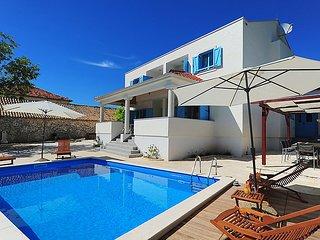 6 bedroom Villa in Zadar, North Dalmatia, Croatia : ref 2298952 - Zadar vacation rentals