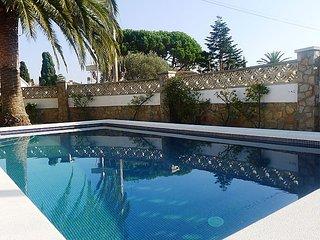 3 bedroom Villa in Empuriabrava, Costa Brava, Spain : ref 2299266 - Empuriabrava vacation rentals