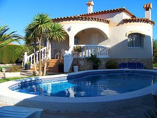 3 bedroom Villa in Miami Platja, Costa Daurada, Spain : ref 2299358 - Miami Platja vacation rentals