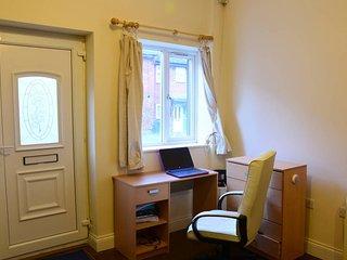 Luton`s Finest Studio Apartment / 20 mins airport - Luton vacation rentals