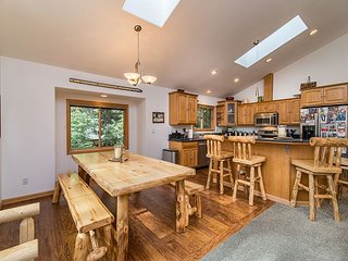 Bike to the Beach from Casa Tahoma – Hot Tub, Fire Pit and More! - Tahoma vacation rentals
