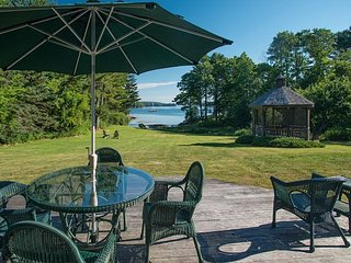 Waterfront Colonial Home in East Boothbay with Gazebo and Water Access - East Boothbay vacation rentals