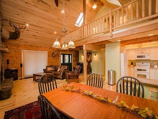OVR's Chief Nemacolin's Lodge! Sleeps 14, on Stony Fork Creek! Hot Tub! - Farmington vacation rentals