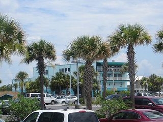 NEED A SUMMER GETAWAY-BEACHVIEW IS THE PERFECT LOCATION - Gulf Shores vacation rentals