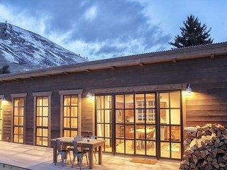 Downtown Jackson Hole Ski Cabin - 2 Blocks from Jackson Town Square! - Jackson Hole vacation rentals