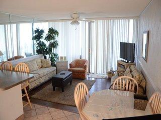 Bright 2 bedroom Condo in Garden City Beach - Garden City Beach vacation rentals