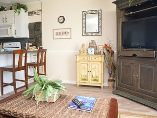 2 bedroom Condo with Microwave in Garden City Beach - Garden City Beach vacation rentals