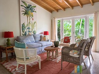 4bed, 2Ba Heated Saltwater Pool home Close to Beach, Atlantic Ave - Delray Beach vacation rentals
