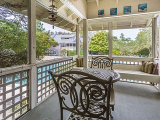 Whimsical Beach Cottage overlooking the resort pool - Miramar Beach vacation rentals
