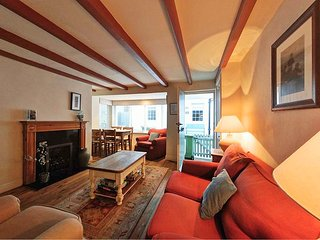 Nice 2 bedroom Sandsend Cottage with Satellite Or Cable TV - Sandsend vacation rentals