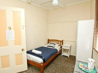 Bowen Terrace Accommodation - Single Room - Brisbane vacation rentals