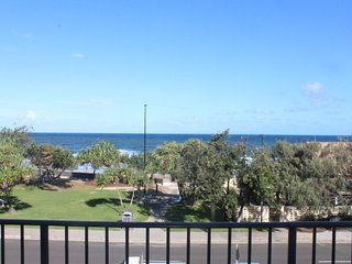 Waikiki Unit 4 Kings Beach QLD - Kings Beach vacation rentals