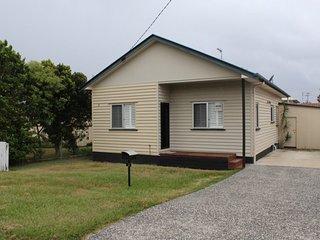 3 Taylor Ave Golden Beach, QLD - Golden Beach vacation rentals