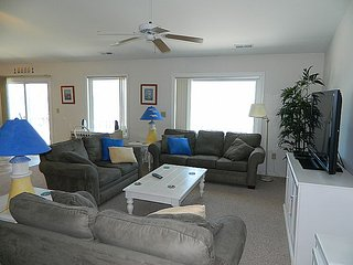 No Way Out - Superb Oceanfront View, Relaxing Interior, Near Shops & Restaurants - Topsail Beach vacation rentals